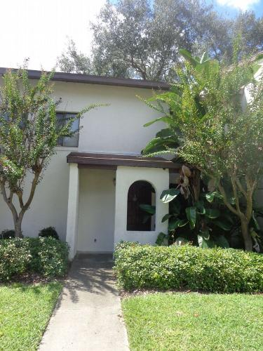 2635 SW 35th Place Photo 1