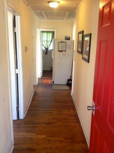 838 E Lenoir Street Room #3 Photo 1