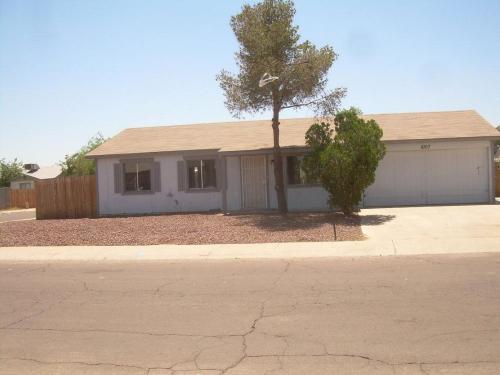 8107 W Highland Ave Photo 1