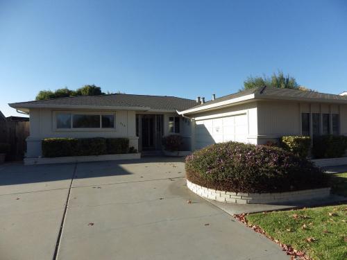 916 San Vincente Avenue Photo 1