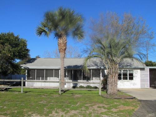 5104 Beach Drive Photo 1