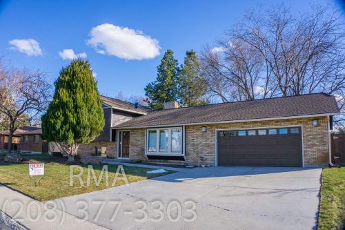 8917 W Brookview Drive Photo 1