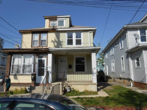 1457 Yates Avenue Photo 1