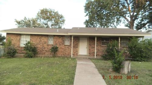 2402 Whit Drive Photo 1