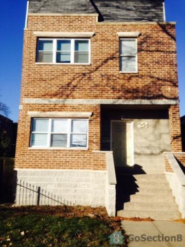 634 W Englewood Avenue Photo 1