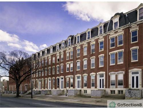 301 E North Avenue Photo 1