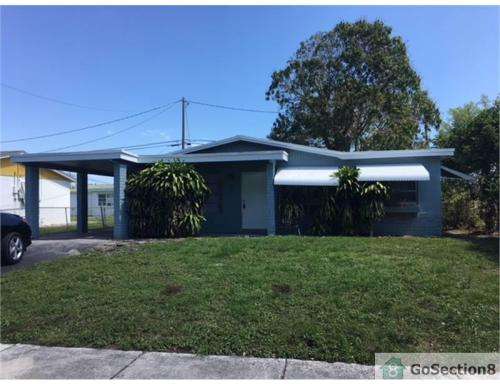 1580 NW 32nd Avenue Photo 1