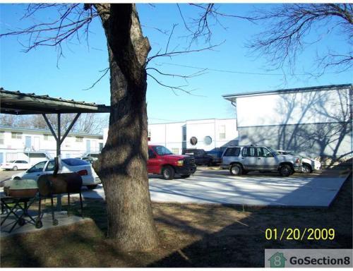 4209 Broadway Avenue Photo 1