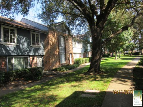 3918 Oak Villa Circle Photo 1
