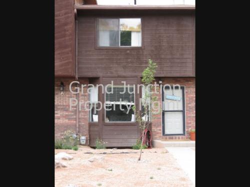 517 South Broadway B Photo 1