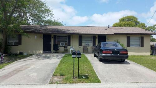 1634 NW 2oth Ct Photo 1