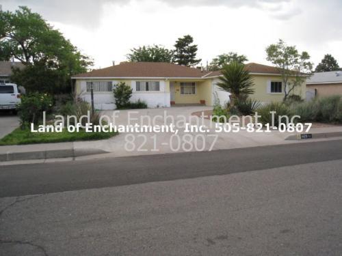 1409 NE Valencia Drive NE Drive Photo 1