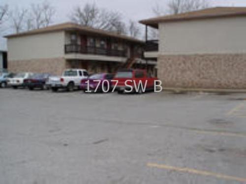 1707 SW B Avenue #A4 Photo 1