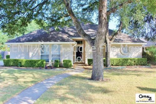 907 Red Oak Drive Photo 1