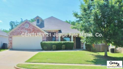 1102 Thicket Drive Photo 1