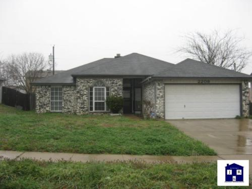 2209 Woodlands Drive Photo 1