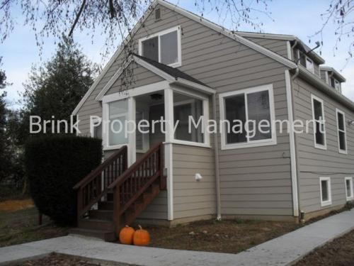 1612 Lake Avenue S Photo 1
