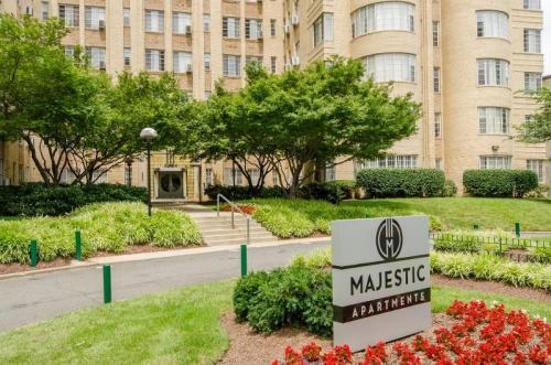 Majestic Apartments Photo 1