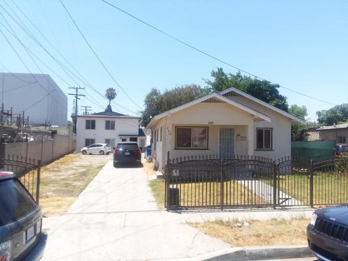 242 E Johnson Street Photo 1