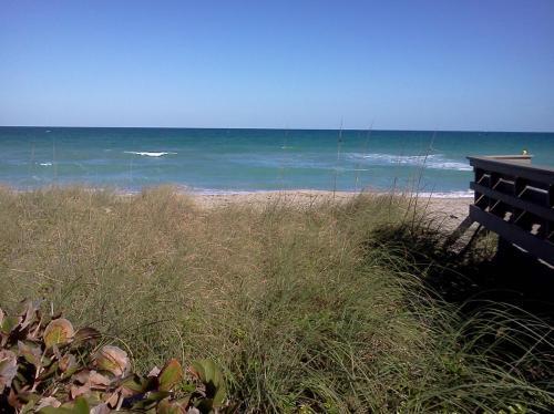 1457 NE Ocean Boulevard Photo 1