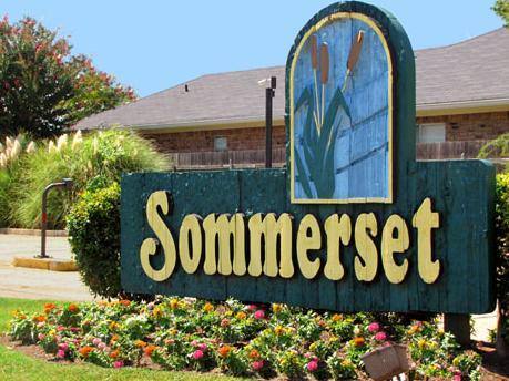 Sommerset Apartments Photo 1