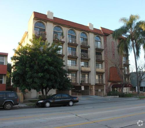 11162 Camarillo Street #3RD FLOOR Photo 1