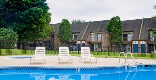 Longmeadow Apartments Photo 1