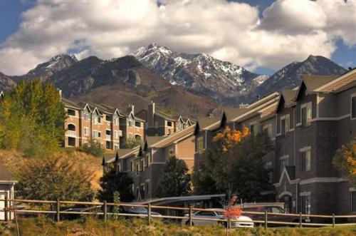 Pinnacle Highland Apartments Photo 1