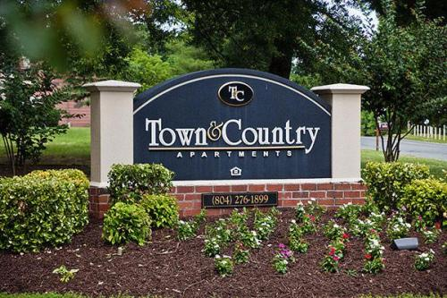 Town and Country Photo 1