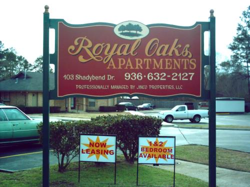 Now Accepting Section-8 Hud - Royal Oaks Apartments - Photo 1