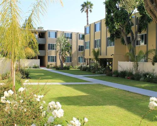 Woodlake Manor Apartments Photo 1