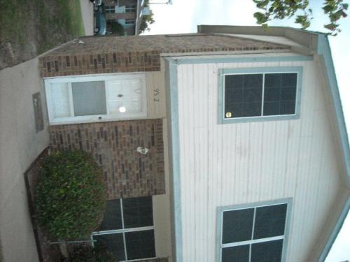 917 Cedar Terrace Photo 1
