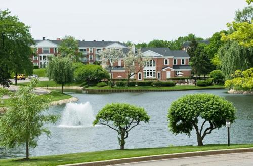 Versailles on the Lakes: Schaumburg Photo 1
