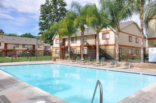 North Lake Apartments Photo 1