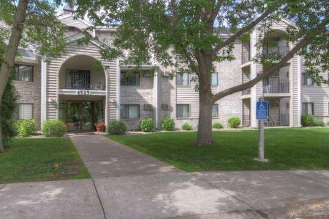 Plymouth Ponds Apartments At 4545 Nathan Lane N Minneapolis Mn 55442 Hotpads