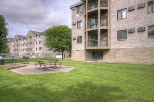 Sterling Ponds Apartments Photo 1