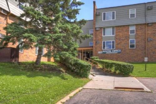 Shamrock Court Apartments Photo 1