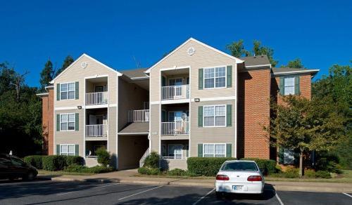 Crestview Apartments Photo 1