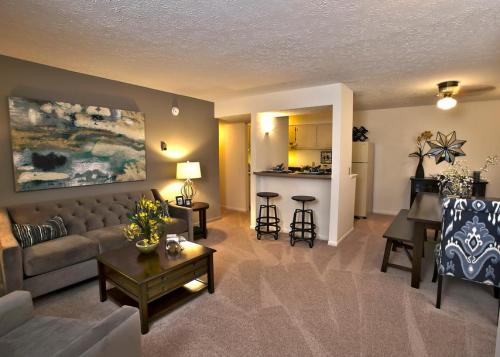 Fox and Hounds Apartments Photo 1