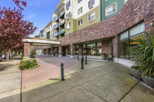 Merrill Gardens at Renton Centre - Senior Living Community Photo 1