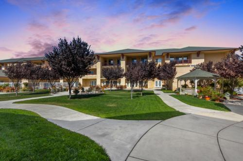 Merrill Gardens at Santa Maria - Senior Living Community Photo 1