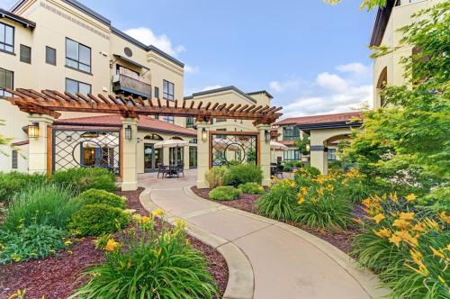 Merrill Gardens at Campbell - Senior Living Community Photo 1