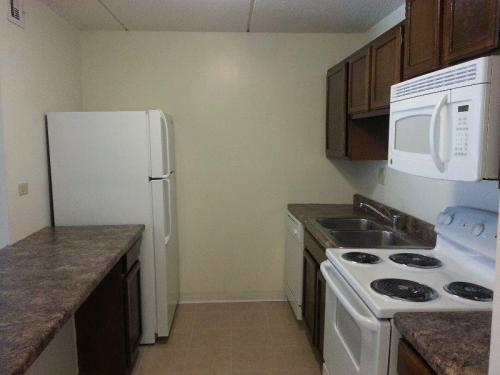 3rd floor with fireplace and courtyard view Apt C Photo 1