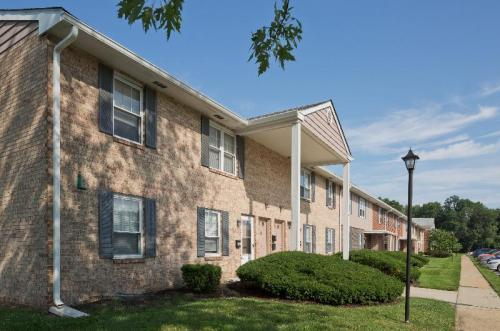 Pickwick Apartment Homes Photo 1