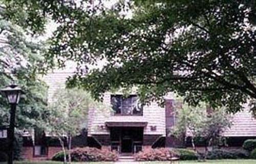 Columbiana Manor Photo 1
