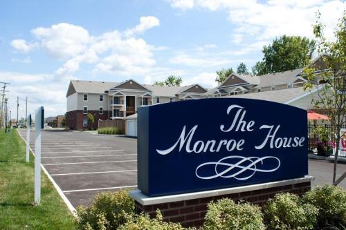 Monroe House Apartments Photo 1
