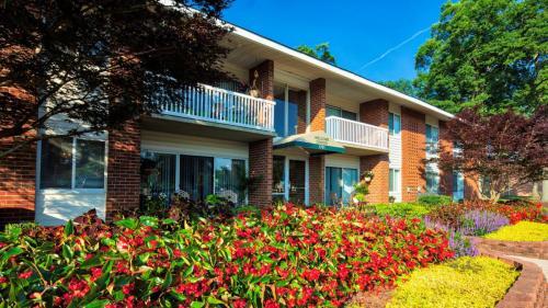 Pinewood Gardens Apartments Photo 1
