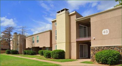 Fairfax Apartments Photo 1