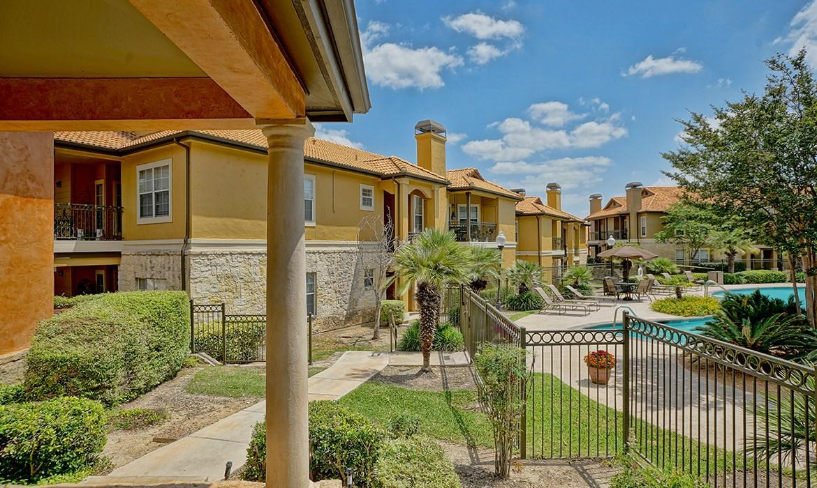 Apartments On Stone Oak Parkway