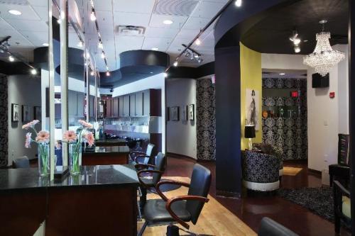 Chase Park Plaza Executive Apartments Photo 1